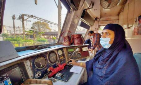 Women run the Central Railway   महिलांनी सांभाळली मध्य रेल्वेची धुरा