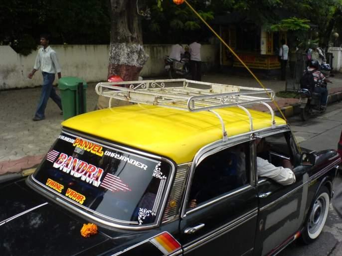 Brokers charge an additional Rs 250 for updating the meter; Drivers block the road | मीटर अद्ययावत करण्यासाठी दलाल आकारतात अतिरिक्त २५० रुपये; चालकांनी केला रास्ता रोको