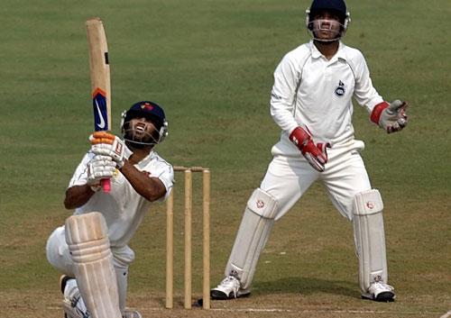 Puneet Bisht hit a record 146 off 51 balls   पुनीत बिश्तचा विक्रमी झंझावात ५१ चेंडूत ठोकल्या १४६ धावा