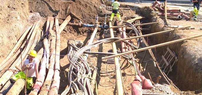 Unauthorized 39 km cable network for 4G   'फोर-जी'साठी ३९ किलोमीटर केबलचे जाळे अनधिकृत