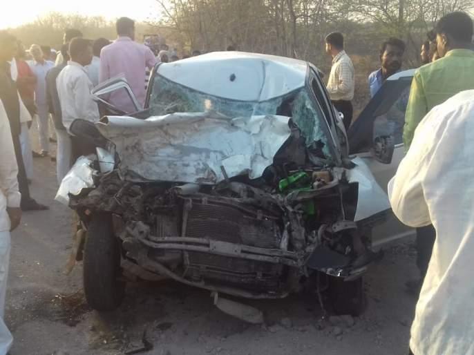 Accident on Shrigonda-Nolargaon road: Two killed and two seriously injured | श्रीगोंदा-आढळगाव रस्त्यावर अपघात : दोन ठार, दोन गंभीर जखमी