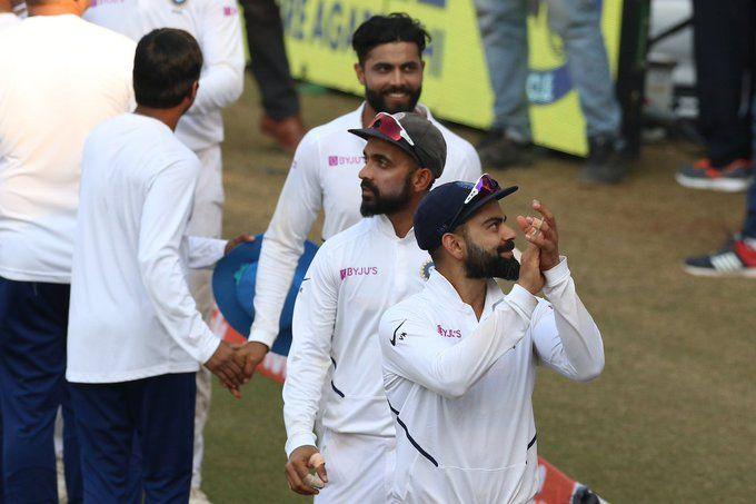 India Vs Bangladesh, 1st Test: See what Team India's Celebration, virat Kohli and ravi Shastri did ... | India Vs Bangladesh, 1st Test : पाहा टीम इंडियाचे भन्नाट सेलिब्रेशन, कोहली आणि शास्त्री यांनी काय केलं...