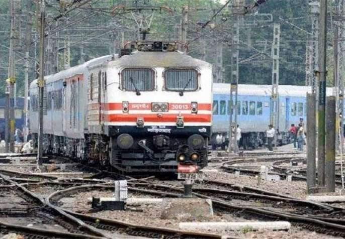 Central Railway will run 431 rounds from today | मध्य रेल्वेवर आजपासून धावणार ४३१ फेऱ्या