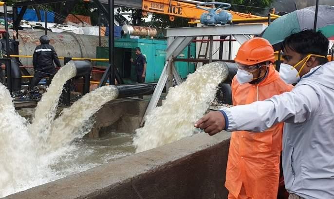 Government offices in Mumbai closed due to rains; Inspection of the situation by the Mayor, Commissioner   पावसामुळे मुंबईतील शासकीय कार्यालयांना सुट्टी; महापौर, आयुक्तांकडून परिस्थितीची पाहणी