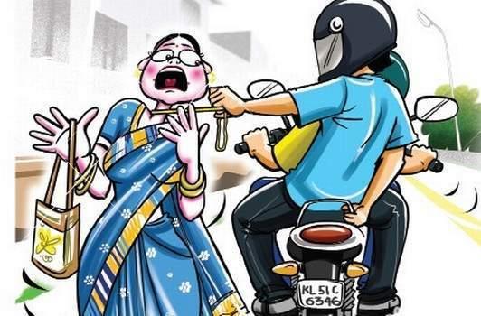 chain snatching at Pimpri, woman who was walking on road | पायी जात असलेल्या महिलेचे गळ्यातीलसोन्याचे गंठण हिसकवले