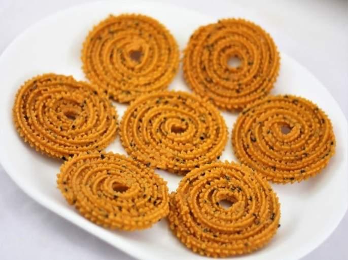recipe of instant and easy butter Chakali   अशी बनेल 'बटर चकली' झटपट ; इतकी चवदार की संपून जाईल पटपट