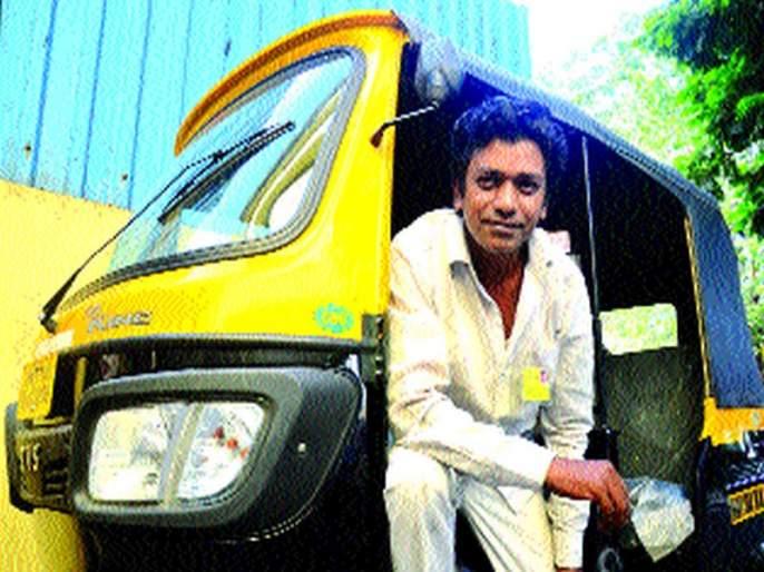Rickshaw driver due to lack of work in film-city   चंदेरी दुनियेत काम न मिळाल्याने झाला रिक्षाचालक, अभिनयामुळे पोट न भरल्याची खंत