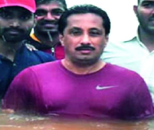 Chandradeep hell for ten days | चंद्रदीप नरके दहा दिवस तळ ठोकून -: 'एनडीआरएफ' टीमच्या पुढे यंत्रणा