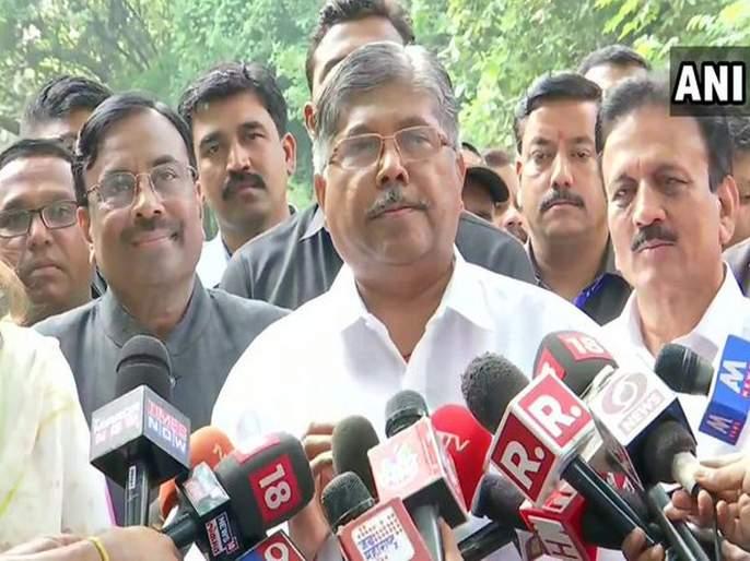 BJP-Shiv sena Mahayuti will be the form government & Devendra Fadnavis will be the Chief Minister - Chandrakant Patil | शिवसेनेच्या प्रस्तावासाठी दारं २४ तास खुली; भाजपाने माघारीची शक्यता 'शत-प्रतिशत' फेटाळली!