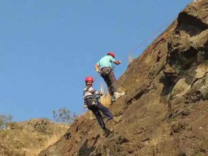 In a single month, mountaineers climbed 12 peaks in Sahyadri   एकाच माेहिमेतगिर्यारोहकांनी सर केले सह्याद्रीमधील १२ सुळके