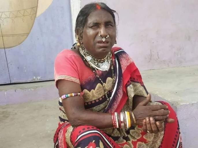 Why this man living as a woman for 30 years in Uttar Pradesh | ...म्हणून ३० वर्षांपासून महिलेच्या वेशात राहते 'ही' व्यक्ती, कारण वाचून व्हाल अवाक्