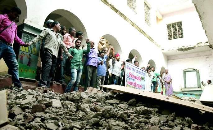 Chipko agitation again, but this time for government schools | पुन्हा 'चिपको आंदोलन', पण यावेळी सरकारी शाळांसाठी