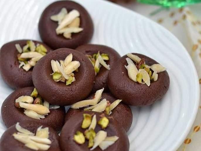 Ganesh Chaturthi 2019 : ganesh festival special receipe how to make perfect chocolate almond pede | Ganesh Chaturthi 2019 : गणरायाच्या नैवेद्यासाठी खास चॉकलेट आणि बदामाचे पेढे!