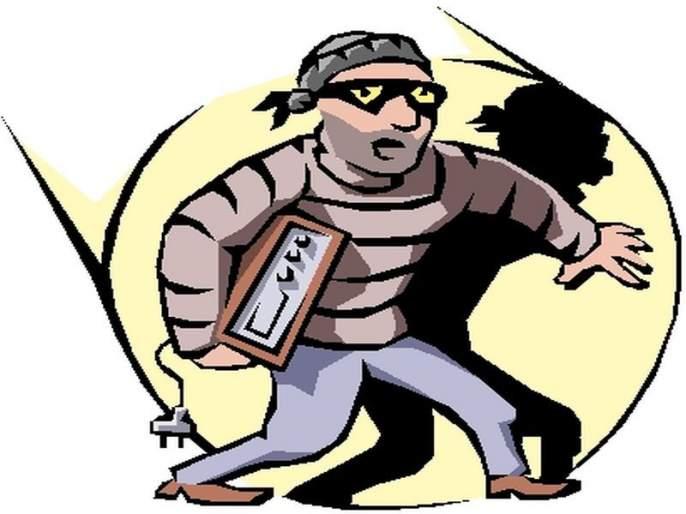 Suddenly two girls entered the house and robbed the old man | 'आजी घाबरू नका, आम्ही तुम्हाला मारणार नाही , मुलींनी घरात घुसून वृद्धेला लुटले