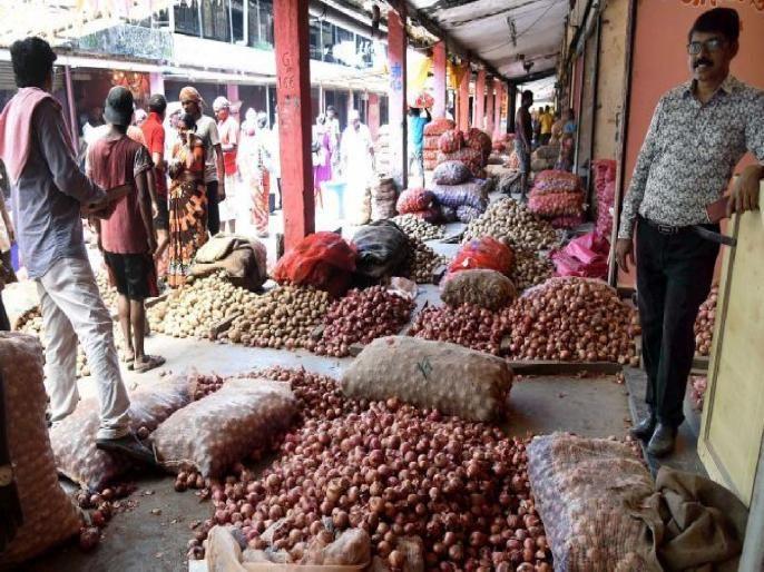 In Mumbai the price of onion will soon reach 100 currently at Rs 80 in the retail market | मुंबईत कांद्याचा दर लवकरच शंभरी गाठणार,किरकोळ बाजारातसध्या भाव ८० रुपयांवर