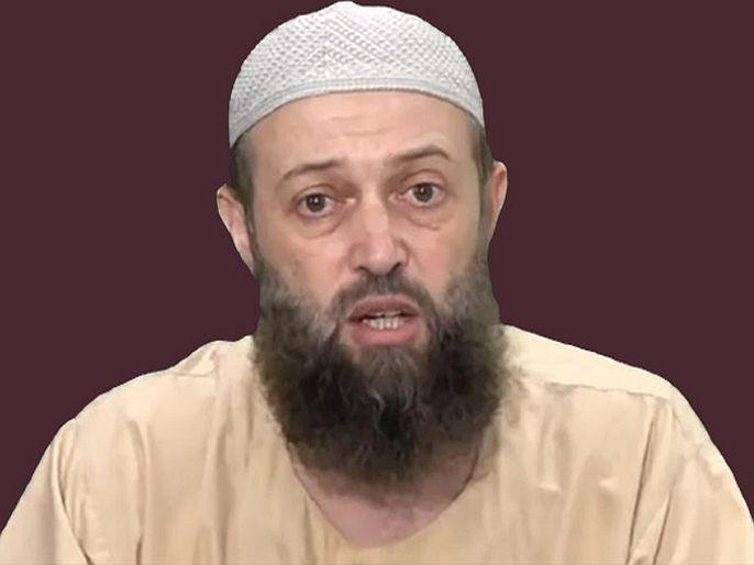 controversial imam says muslims not to take coronavirus vaccine | मुस्लिमांनी कोरोना लस टोचू नये, कारण हे 'हराम' आहे; वादग्रस्त इमामांचं वक्तव्य