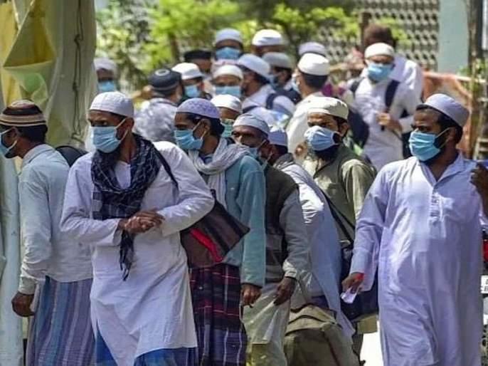Fir against two tablighi jamaat people after latrine in front of a quarantine room sna | क्वारंटाईन सेंटरमध्ये कर्मचाऱ्यांना त्रास देतायेत तबलिगी जमातचे लोक, रूम बाहेरच केली शौच