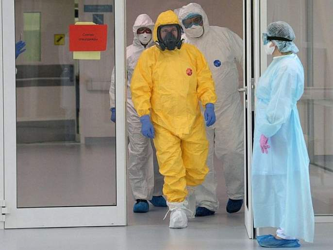 Russian President Putin wore Hazmat Suit To Visit Hospital for Coronavirus Patients sna   कोरोना व्हायरसबरोबरच्या युद्धातील 'ढाल' आहे हा 'सूट', आता बनला पुतीन यांचे 'संरक्षण कवच'