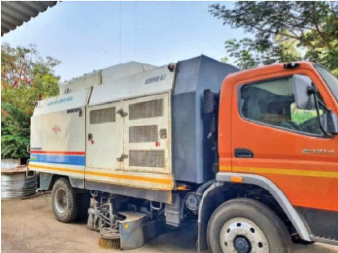 40 lakh road cleaning machine dusted; Management of Karjat Municipal Council | रस्ते स्वच्छ करणारी ४० लाखांची मशीन धूळखात;कर्जत नगरपरिषेदचा कारभार