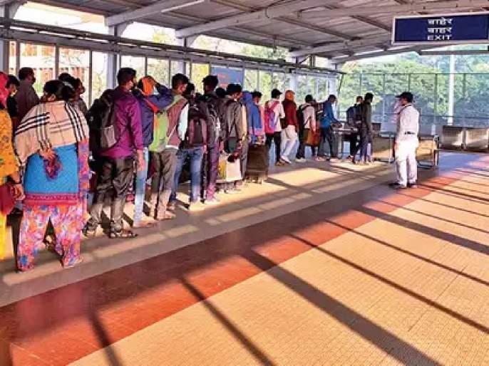 Antigen test of 321 passengers at Panvel railway station; Two passengers left Corona positive | पनवेल रेल्वे स्थानकावर ३२१ प्रवाशांची अँटिजेन टेस्ट; दोन प्रवासी निघाले कोरोना पॉझिटिव्ह