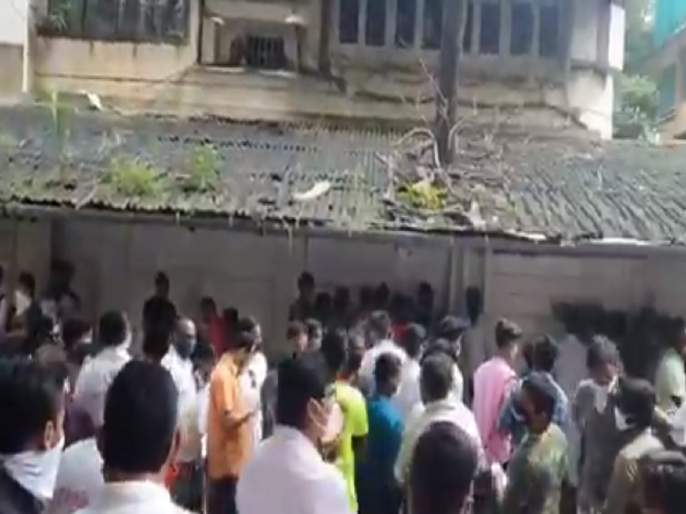 Video: Aditya Thackeray Worli constituency citizens Crowd will join MNS presence of Raj Thackeray | Video: आदित्य ठाकरेंच्या वरळी मतदारसंघातील नागरिकांची कृष्णकुंजबाहेर गर्दी; राज ठाकरेंना भेटणार