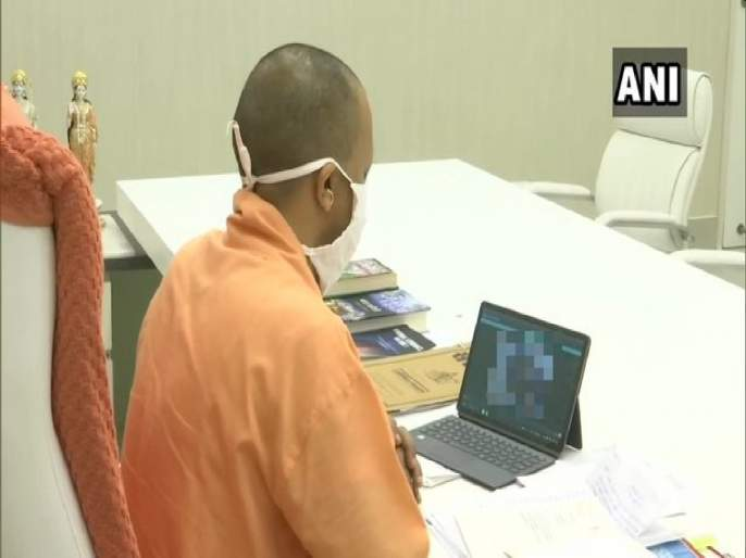Fact Check: CM Yogi Adityanath was watching funeral of Hathras rape victim girl live? know truth | Fact Check: पीडित मुलीच्या मृतदेहावरील अंत्यसंस्कार मुख्यमंत्री योगी आदित्यनाथ मध्यरात्री लाईव्ह बघत होते?