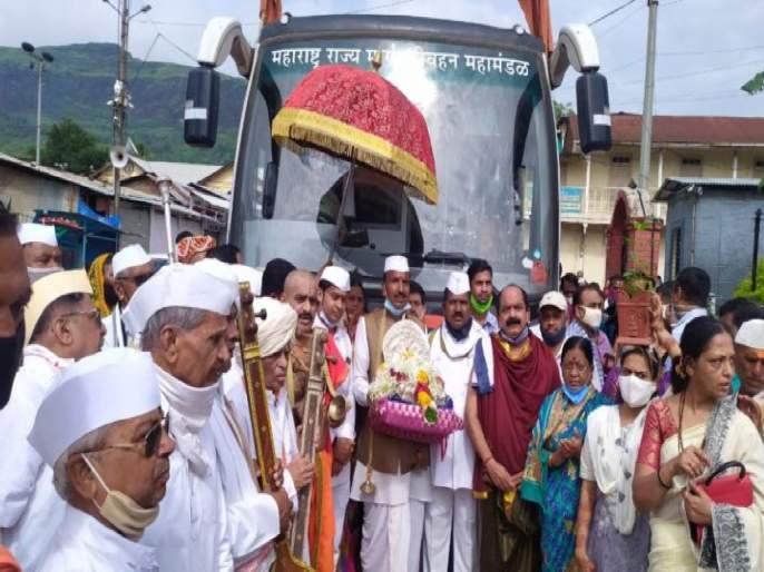 Sant Nivruttinath Palkhi's ticket torn by ST! The insensitivity of the transport corporation   संत निवृत्तीनाथ पालखीचे एसटीने फाडले तिकीट! परिवहन महामंडळाची असंवेदनशीलता