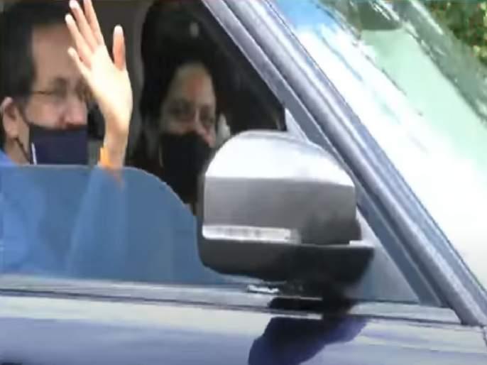 CM Uddhav Thackeray himself drove car the Mumbai-Pandharpur-Mumbai journey | मुख्यमंत्री उद्धव ठाकरेंनी स्वत: गाडी चालवत केला मुंबई-पंढरपूर-मुंबई प्रवास