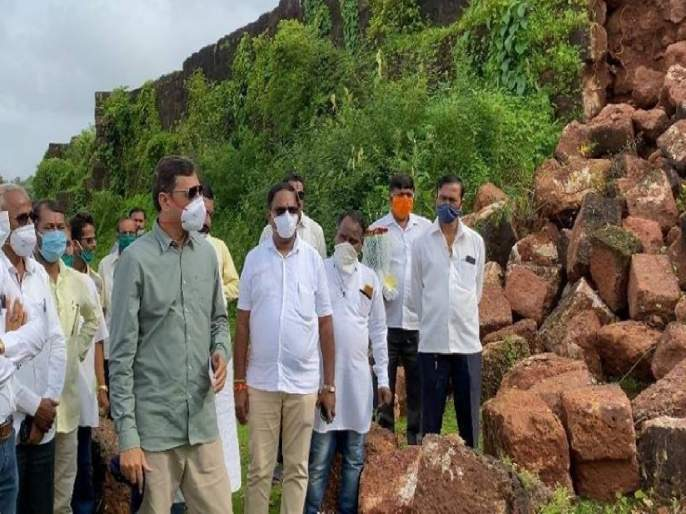 MP Sambhajiraje Mission to Save Fort historic Vijaydurg fort in Devgad wall of the collapsed | भाषण करून किल्ल्यांचं संवर्धन होणार नाही; खासदार संभाजीराजेंचं 'मिशन विजयदुर्ग'