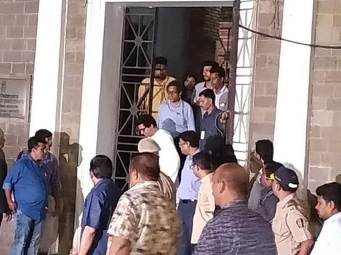 Kohinoor mill financial misconduct case: Raj Thackeray's eight and half hours enquiry held by ED | Big Breaking: साडे आठ तासांच्या चौकशीनंतर राज ठाकरे ईडी कार्यालयातून बाहेर; कुटुंबासह कृष्णकुंजच्या दिशेने रवाना