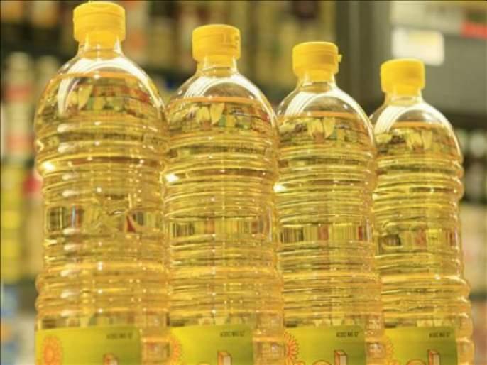 Comfort! Edible oil prices fall by Rs 10; Consequences of falling international market rates | दिलासा! खाद्यतेलाच्या दरात १० रुपयांनी घसरण;आंतरराष्ट्रीय बाजारातील दर घटल्याचा परिणाम