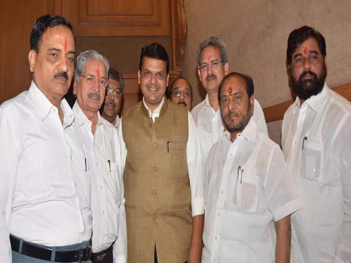 ... Finally the Shiv Sena leaders met the Chief Minister Devendra Fadanvis in Mumbai   ...अन् अखेर शिवसेना नेते मुख्यमंत्र्यांना भेटले, चर्चेचे चक्र फिरले; उद्धव ठाकरेंना मानाचं पद?