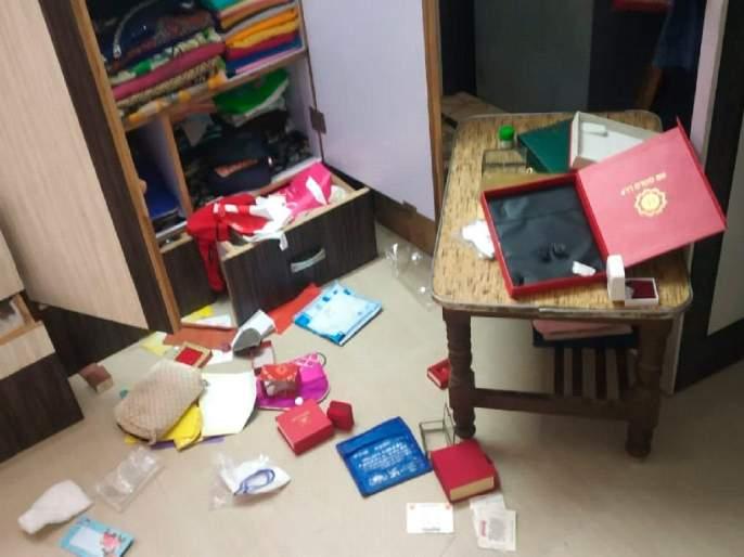 Lampas looted Rs 18 lakh after breaking into closed house, panic in Dharangaon due to third incident   बंद घर फोडून १८ लाखाचा ऐवज लंपास, तिसऱ्या घटनेमुळे धरणगावातघबराट