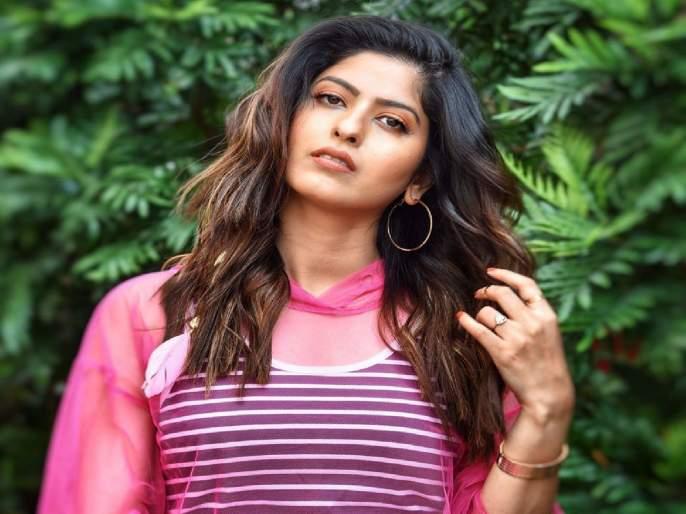 Marathi actress Abhijna Bhave gave a strong breath to the trolls on Social Media | ...यापुढे चुकीला माफी नाही; मराठी अभिनेत्री अभिज्ञा भावेने दिला ट्रोलर्सला सज्जड दम