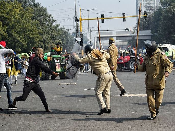 Delhi violence more than 300 police personnel injured after being attacked by agitating farmers | दिल्ली हिंसाचारात 300 पोलीस कर्मचारी जखमी, 22 FIR दाखल; क्राइम ब्रांच करणार तपास