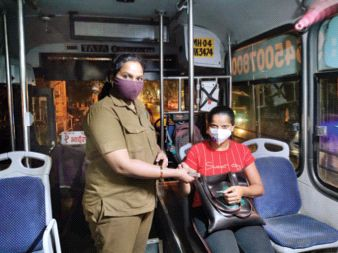 Transport service resumed after 40 days relief to passengers 21 buses ran   परिवहन सेवा ४० दिवसांनी पूर्वपदावर, प्रवाशांना दिलासा, २१ बस धावल्या