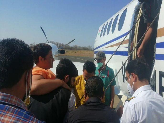 After complained of problem in breathing Bhopal MP Pragya Singh Thakur taken to mumbai   भाजप खासदार प्रज्ञा सिंह ठाकूर यांची प्रकृती खालावली, उपचारासाठी विमानाने मुंबईला हलवलं