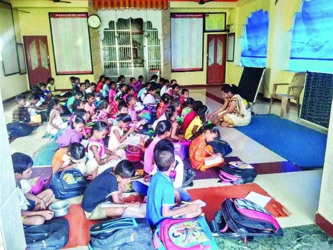 Adgaon School in Temple!   आदगाव शाळा मंदिरात! सात वर्षांपासून दुरुस्तीची मागणी; प्रशासनाची दिरंगाई