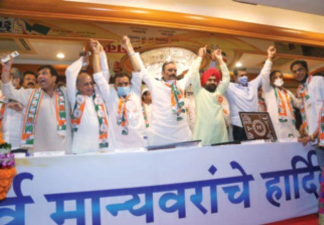 Congress separately participate in Mumbai Municipal Corporation elections   मुंबई महापालिका निवडणुकीत काँग्रेसचे स्वबळावर शिक्कामोर्तब, १०० दिवस १०० वॉर्ड उपक्रम राबवणार