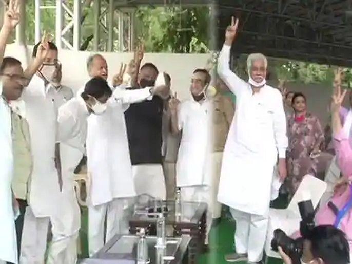 Rajasthan Political Crisis CM Ashok Gehlot and party MLAs show victory sign infront of media   सचिन पायलटांची खेळी फेल? अशोक गेहलोतांचे माध्यमांसमोर शक्तीप्रदर्शन