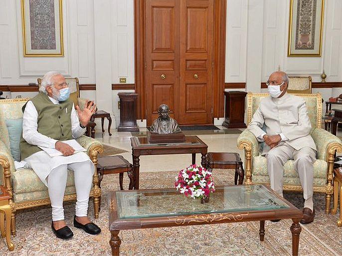 india china faceoff pm narendra modi meets president ramnath kovind amid india china tension | चीन सीमेवर तणाव वाढतोय, पंतप्रधान मोदींनी घेतली राष्ट्रपतींची भेट; अर्धातास चालली चर्चा