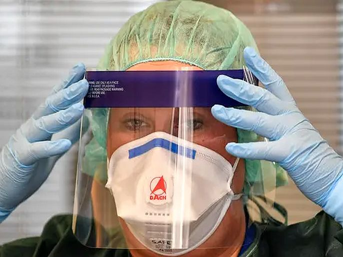 Coronavirus WHO's new guidelines on face masks strict | Coronavirus: फेस मास्कसंदर्भात WHOच्या नव्या गाईडलाईन्स आणखी कठोर, आता दिल्या अशा सूचना