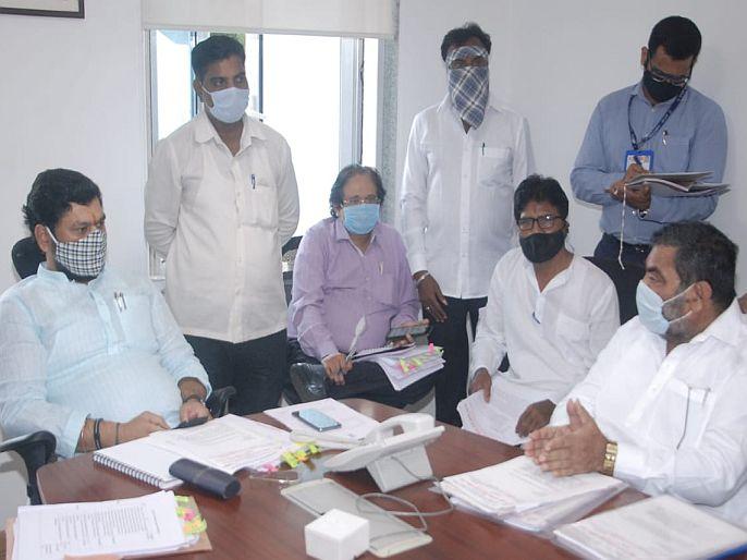 Dhananjay Munde on Cleaning workers problems | सफाई कामगारांसाठी स्वतंत्र कार्यासनाच्या निर्मितीचा विचार सुरू, धनंजय मुंडे यांची माहिती