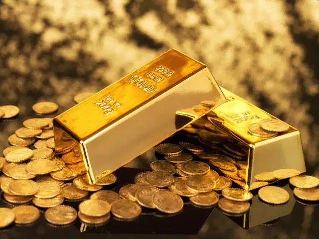 Kolkata student smuggling gold of more than 1 crore arrested in lucknow UP | दोन किलो सोनं अंडरविअरमध्ये लपवून तस्करीचा प्रयत्न, कोलकात्याच्या विद्यार्थिनीला लखनौमध्ये अटक