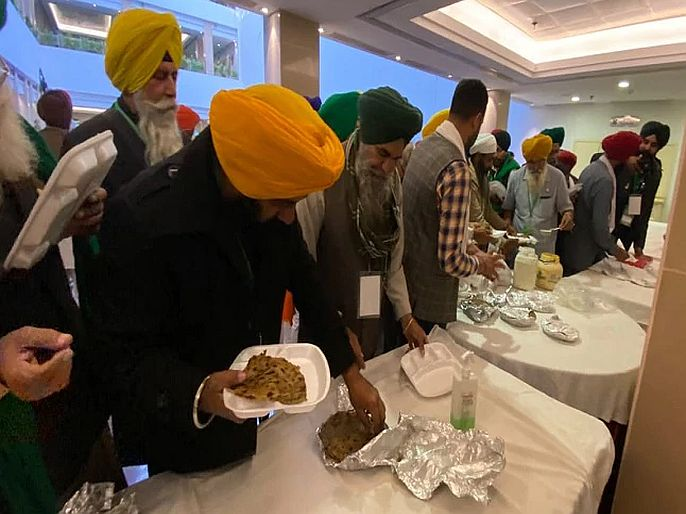 "We have brought our food with us agitating farmers reject government lunch in meeting | ""आम्ही आमचं जेवण सोबत आणलं आहे""; आंदोलक शेतकऱ्यांनी नाकारलं सरकारचं भोजन"