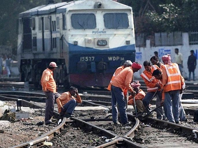 Big news for railway employees Indian Railways launche new online facility for like pf advance and balance check   मोठी बातमी! भारतीय रेल्वेनं 13 लाख कर्मचाऱ्यांना दिलं मोठं गिफ्ट, सुरू केली खास सुविधा