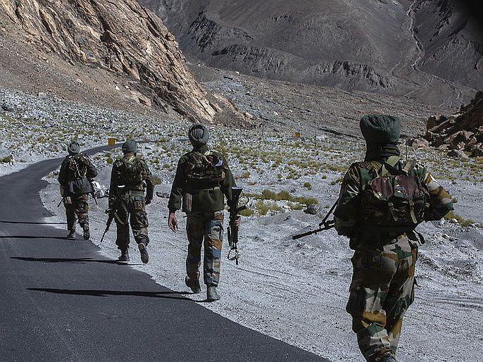 india china face off chinese amry deployment increase on LAC indian army alert   तणाव वाढतोय : POKमध्ये पाकिस्तान, तर LACवर चीननं आणलं 20 हजार सैन्य, भारतीय जवानही अलर्ट