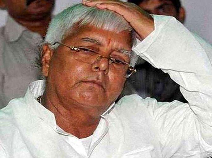 Bihar Patna fir lodged by bjp mla lalan paswan against rjd leader lalu prasad yadav audio tape case   कारागृहातून फोन प्रकरणात लालू अडचणीत, पाटण्यात FIR; रांचीच्या बंगल्याहून रुग्णालयात दाखल