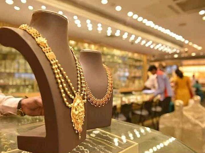 Gold prices continue to fall know what is the price today | Gold Price : सोन्याच्या दरात घसरण सुरूच, आजही स्वस्त झालं सोनं; जाणून घ्या किंमत