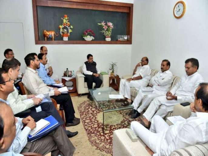 Closed water out of no-no-water tankers; Chief minister's order; A delegation led by Sharad Pawar took a drought test visit | शरद पवार यांच्या नेतृत्वाखालील शिष्टमंडळाने घेतली दुष्काळप्रश्नी मुख्यमंत्र्यांची भेट